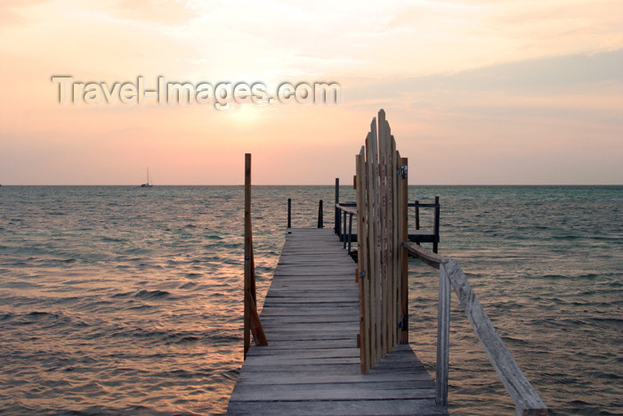 belize57: Belize - Caye Caulker: setting with the sun - pier and Caribbean Sea - photo by C.Palacio - (c) Travel-Images.com - Stock Photography agency - Image Bank