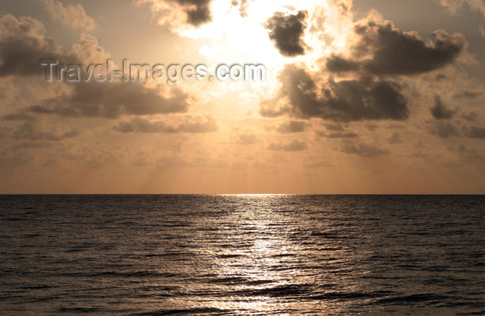 belize59: Belize - Seine Bight: sun waking up - sunrise - Sonnenaufgang - photo by Charles Palacio - (c) Travel-Images.com - Stock Photography agency - Image Bank