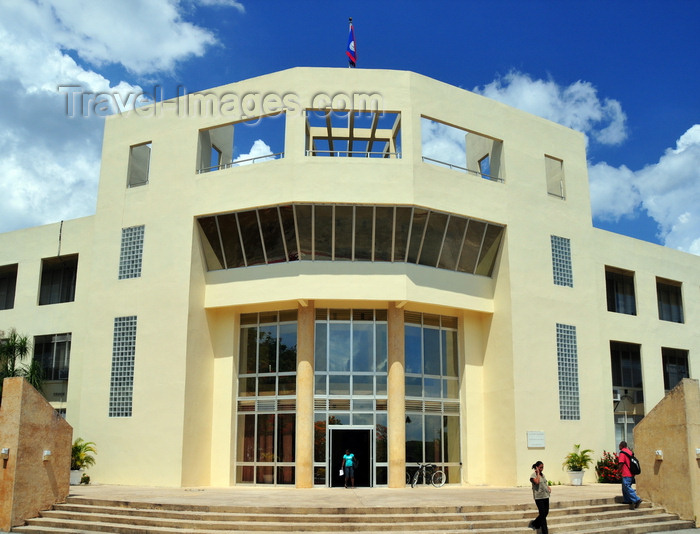 belize73: Belmopan, Cayo, Belize: entrance of Sir Edney Cain Building - hosts the Prime Minister's office and several ministries - photo by M.Torres - (c) Travel-Images.com - Stock Photography agency - Image Bank