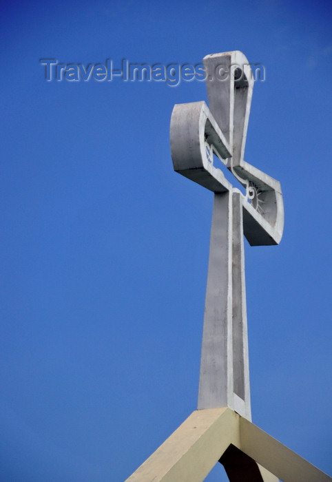 belize74: Belmopan, Cayo, Belize: St. Ann's Anglican Church - cross and sky - Unity Blvd - photo by M.Torres - (c) Travel-Images.com - Stock Photography agency - Image Bank