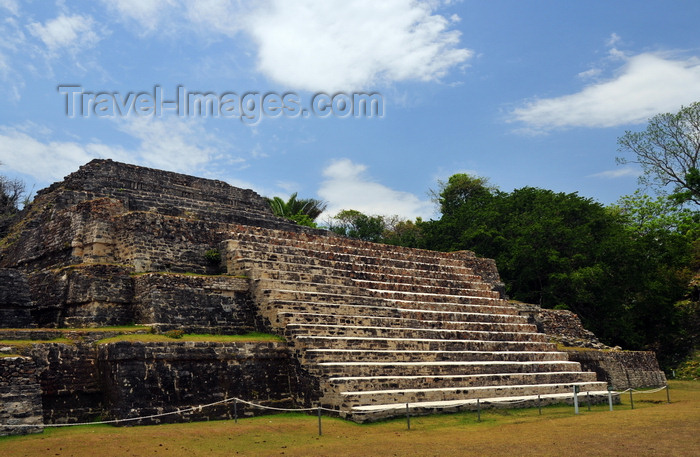 belize78: Altun Ha Maya city, Belize District, Belize: Temple of the Green Tomb - Plaza A - the precinct was explored by archeologist David Pendergast - photo by M.Torres - (c) Travel-Images.com - Stock Photography agency - Image Bank