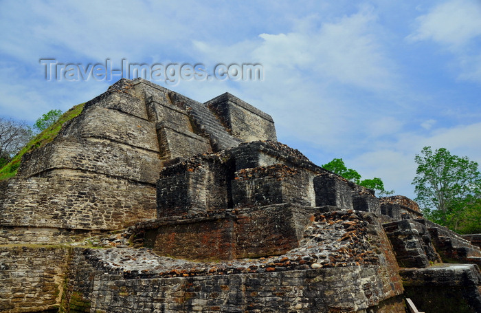 belize8: Altun Ha Maya city, Belize District, Belize: Temple of the Masonry Altars - dedicated to Kinich Ahau, the 'Sun-eyed Lord', a Yucatec name of the Maya sun god - photo by M.Torres - (c) Travel-Images.com - Stock Photography agency - Image Bank