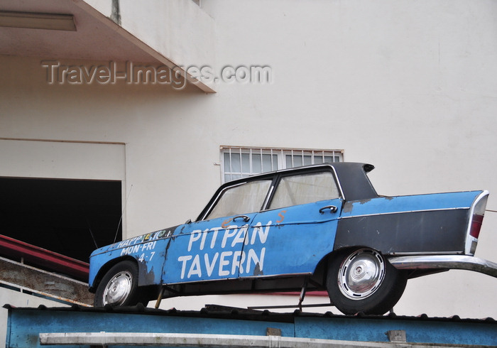 belize91: San Ignacio, Cayo, Belize: old Peugeot at the Pitpan tavern - photo by M.Torres - (c) Travel-Images.com - Stock Photography agency - Image Bank