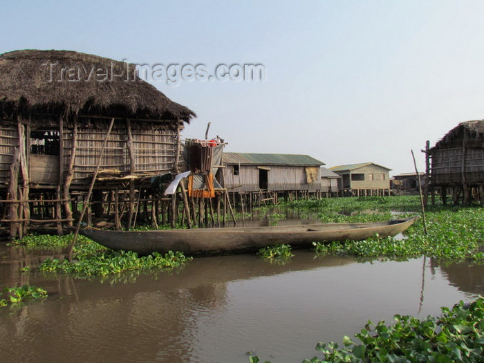 benin20: Ganvie, Benin: this Tofinu lacustrian village emerged as protection against slave taking raids by the rival Fon warriors, whose beliefs made them afraid of the water - photo by G.Frysinger - (c) Travel-Images.com - Stock Photography agency - Image Bank