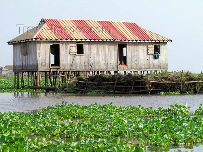 benin4: Ganvie, Benin: lacustrian dwelling on stilts - Lake Nokoué - maison à ossature bois sur pilotis - photo by G.Frysinger - (c) Travel-Images.com - Stock Photography agency - Image Bank