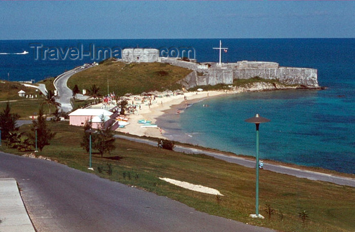bermuda11: Bermuda - Fort Saint Catherine - the former the powder magazine is home to a collection of antique weapons - beach and Atlantic Ocean - photo by G.Frysinger - (c) Travel-Images.com - Stock Photography agency - Image Bank