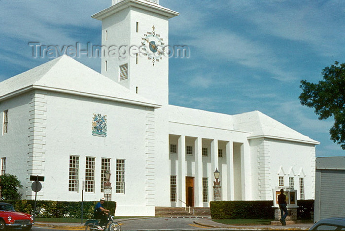 bermuda14: Bermuda - Hamilton: City Hall and Arts Center / Bermuda National Gallery - Corporation of Hamilton - architect Wilfred Onion - Church Street - photo by G.Frysinger - (c) Travel-Images.com - Stock Photography agency - Image Bank