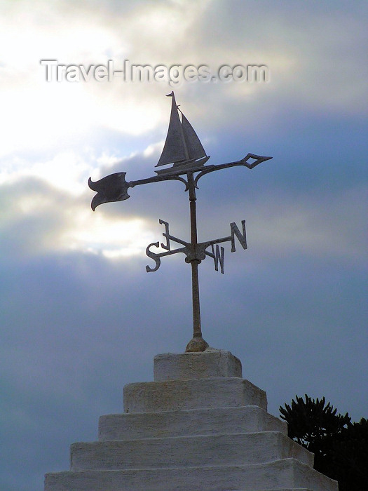 bermuda18: Bermuda - St. George:  wind rose with a sail boat silhouette - photo by Captain Peter - (c) Travel-Images.com - Stock Photography agency - Image Bank