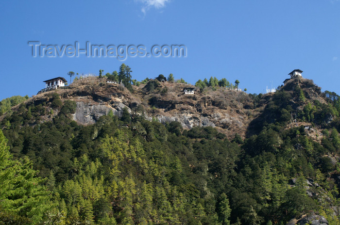 bhutan127: Bhutan - Paro dzongkhag - Houses built at the top of a cliff, near Taktshang Goemba - photo by A.Ferrari - (c) Travel-Images.com - Stock Photography agency - Image Bank