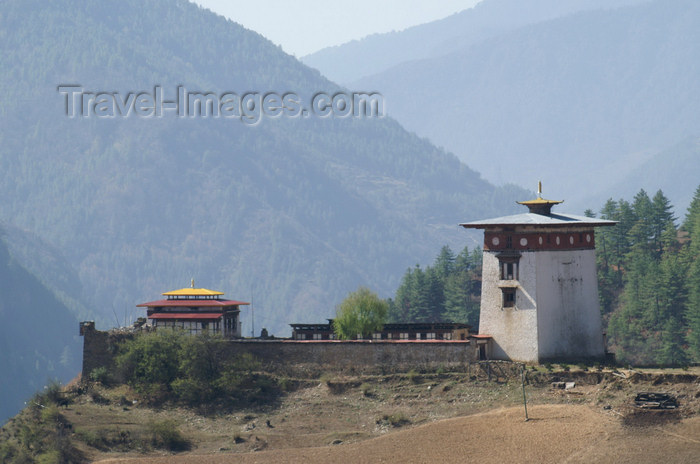 bhutan147: Bhutan - Dobji Dzong, on the way to the Haa valley - photo by A.Ferrari - (c) Travel-Images.com - Stock Photography agency - Image Bank