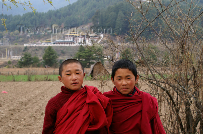 bhutan16: Bhutan - Bumthang valley - young monks, outside Kurjey Lhakhang - photo by A.Ferrari - (c) Travel-Images.com - Stock Photography agency - Image Bank