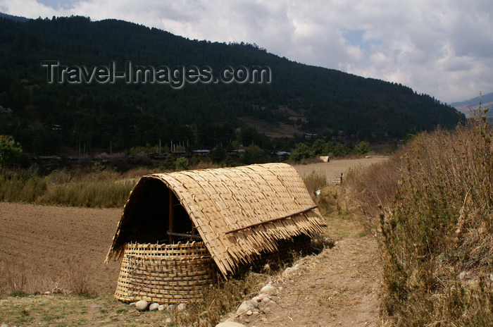 bhutan17: Bhutan - Bumthang valley - hut in the fields, outside Kurjey Lhakhang - photo by A.Ferrari - (c) Travel-Images.com - Stock Photography agency - Image Bank