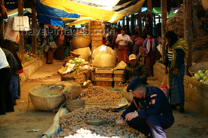 bhutan182: Bhutan - Thimphu - the market - policeman buying patatoes - photo by A.Ferrari - (c) Travel-Images.com - Stock Photography agency - Image Bank