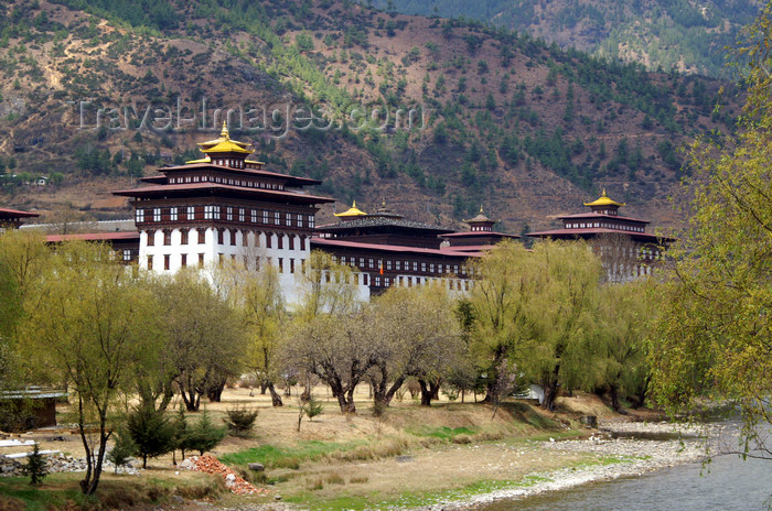 bhutan199: Bhutan - Thimphu - Trashi Chhoe Dzong and the river - photo by A.Ferrari - (c) Travel-Images.com - Stock Photography agency - Image Bank