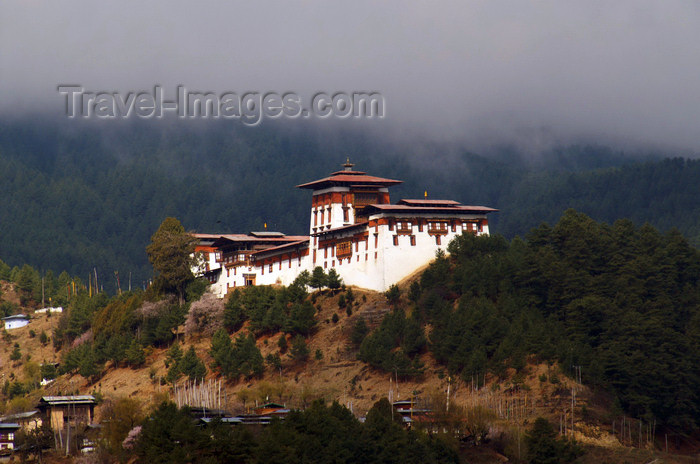bhutan2: Bhutan - Jakar - district capital of Bumthang dzongkhag - Jakar Dzong - photo by A.Ferrari - (c) Travel-Images.com - Stock Photography agency - Image Bank