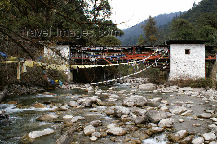 bhutan220: Bhutan - covered bridge spanning the Wang Chhu - photo by A.Ferrari - (c) Travel-Images.com - Stock Photography agency - Image Bank