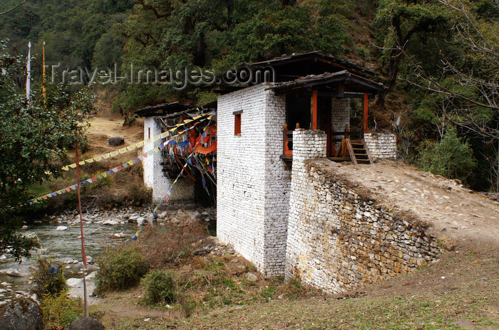 bhutan221: Bhutan - prayer flags and covered bridge spanning the Wang Chhu - photo by A.Ferrari - (c) Travel-Images.com - Stock Photography agency - Image Bank