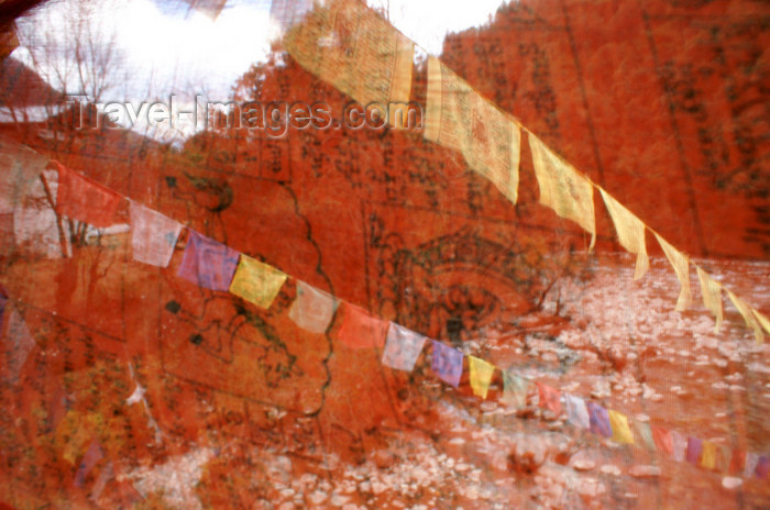 bhutan223: Bhutan - Wang Chhu rover, seen through prayer flags - photo by A.Ferrari - (c) Travel-Images.com - Stock Photography agency - Image Bank