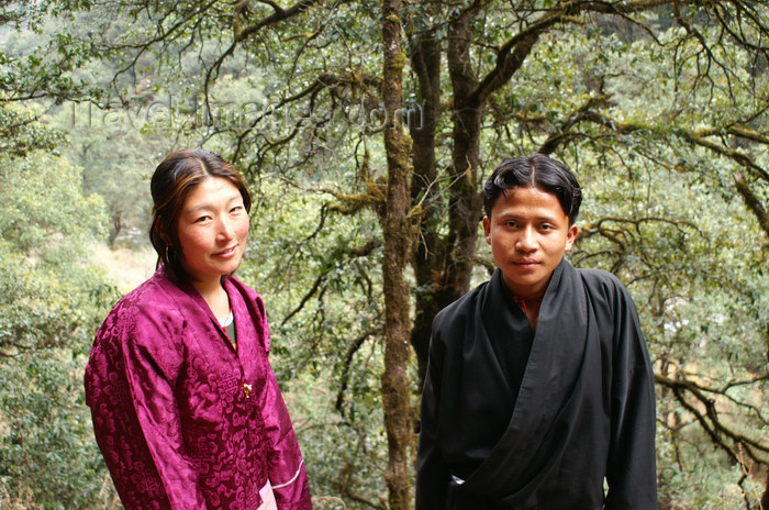 bhutan226: Bhutan - Bhutanese couple, on their way to Cheri Goemba - photo by A.Ferrari - (c) Travel-Images.com - Stock Photography agency - Image Bank