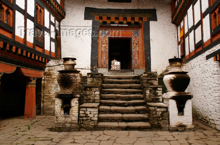 bhutan23: Bhutan - Jakar - entering the religious section of the Jakar Dzong - photo by A.Ferrari - (c) Travel-Images.com - Stock Photography agency - Image Bank