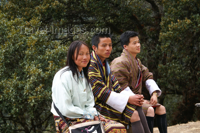 bhutan231: Bhutan - group of Bhutanese people, resting on their way to Cheri Goemba - photo by A.Ferrari - (c) Travel-Images.com - Stock Photography agency - Image Bank