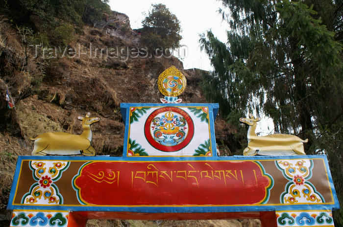 bhutan235: Bhutan - Chari Goemba - gate beam - photo by A.Ferrari - (c) Travel-Images.com - Stock Photography agency - Image Bank
