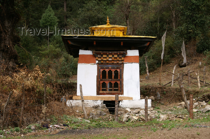 bhutan245: Bhutan - small chorten on the way to Tango Goemba - photo by A.Ferrari - (c) Travel-Images.com - Stock Photography agency - Image Bank