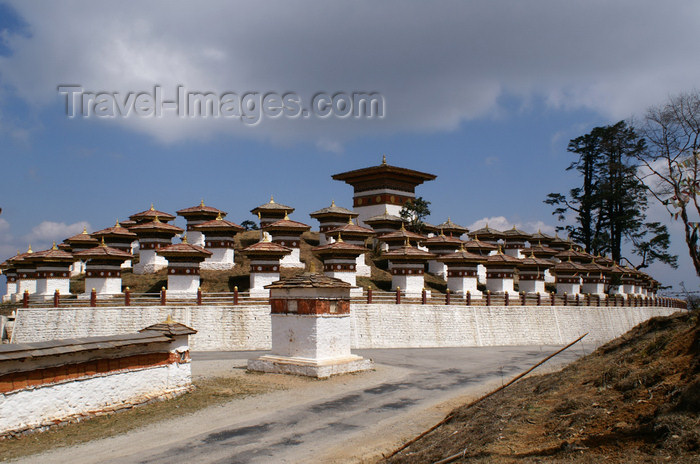 bhutan248: Bhutan - general view of the 108 chortens of Dochu La pass - photo by A.Ferrari - (c) Travel-Images.com - Stock Photography agency - Image Bank