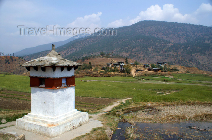 bhutan255: Bhutan - chorten, on the way to Chimi Lhakhang - photo by A.Ferrari - (c) Travel-Images.com - Stock Photography agency - Image Bank