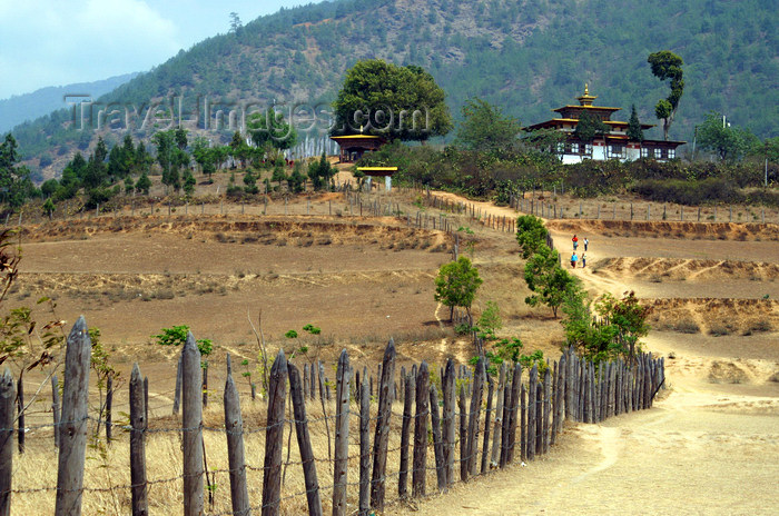 bhutan257: Bhutan - dirt road on the way to Chimi Lhakhang - photo by A.Ferrari - (c) Travel-Images.com - Stock Photography agency - Image Bank