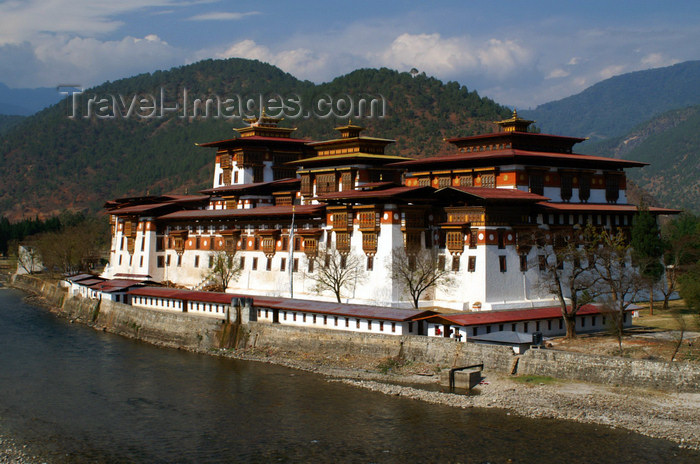 bhutan263: Bhutan - Punakha Dzong and the river - photo by A.Ferrari - (c) Travel-Images.com - Stock Photography agency - Image Bank