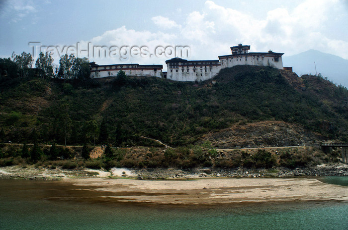 bhutan294: Bhutan - Wangdue Phodrang Dzong and the river - photo by A.Ferrari - (c) Travel-Images.com - Stock Photography agency - Image Bank