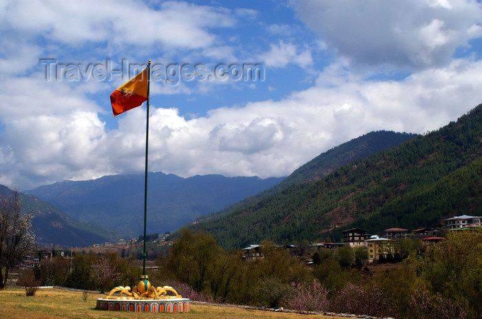 bhutan30: Bhutan - Thimphu - Bhutanese flag, outside the Trashi Chhoe Dzong - photo by A.Ferrari - (c) Travel-Images.com - Stock Photography agency - Image Bank