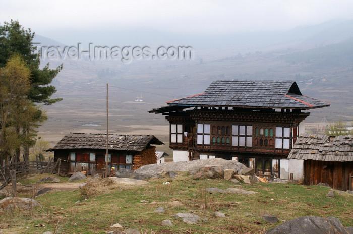 bhutan302: Bhutan - Bhutanese houses - Phobjikha valley - photo by A.Ferrari - (c) Travel-Images.com - Stock Photography agency - Image Bank