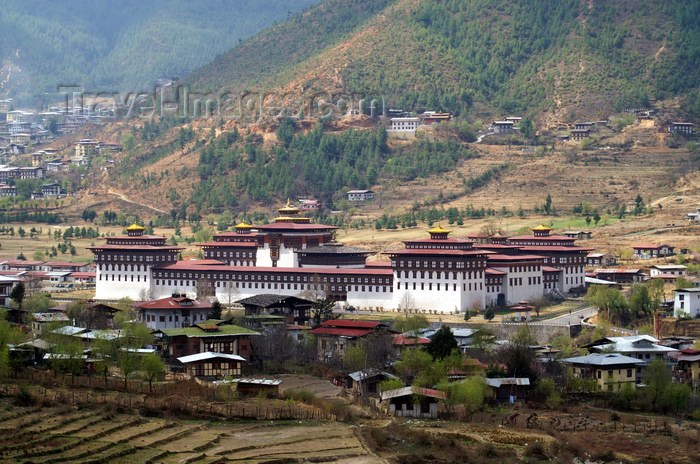 bhutan31: Bhutan - Thimphu - Trashi Chhoe Dzong and the valley - photo by A.Ferrari - (c) Travel-Images.com - Stock Photography agency - Image Bank