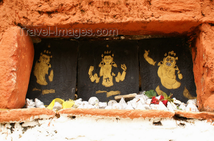 bhutan312: Bhutan - trio of Buddhist figures in the main wall of the Chendebji Chorten - photo by A.Ferrari - (c) Travel-Images.com - Stock Photography agency - Image Bank