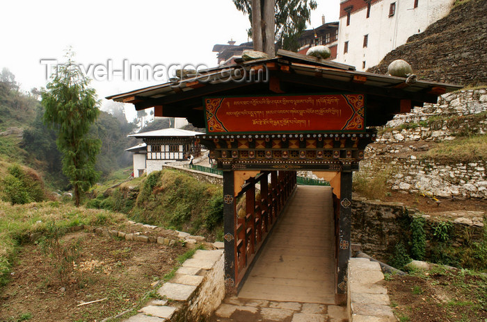 bhutan315: Bhutan - Covered bridge, at the entrance of the Trongsa Dzong - photo by A.Ferrari - (c) Travel-Images.com - Stock Photography agency - Image Bank