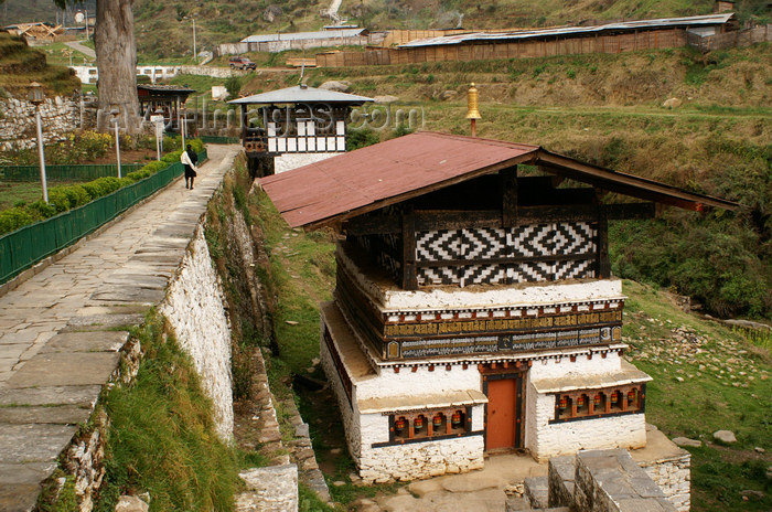 bhutan316: Bhutan - Administrative houses, at the entrance of the Trongsa Dzong - photo by A.Ferrari - (c) Travel-Images.com - Stock Photography agency - Image Bank