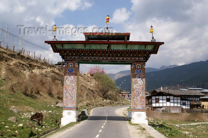 bhutan320: Bhutan - Jakar - Entrance gate - photo by A.Ferrari - (c) Travel-Images.com - Stock Photography agency - Image Bank