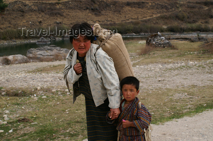 bhutan341: Bhutan - Kurjey Lhakhang - young boy with his mother - photo by A.Ferrari - (c) Travel-Images.com - Stock Photography agency - Image Bank