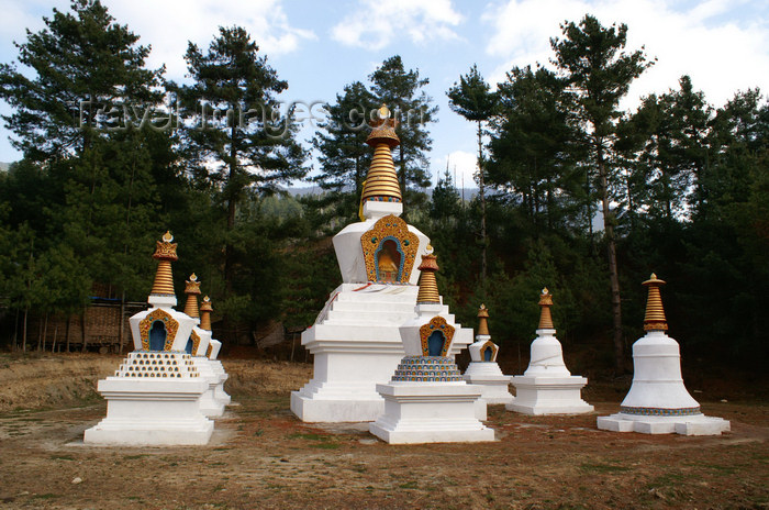 bhutan348: Bhutan - Bumthang District - stupas, near Membartsho - photo by A.Ferrari - (c) Travel-Images.com - Stock Photography agency - Image Bank