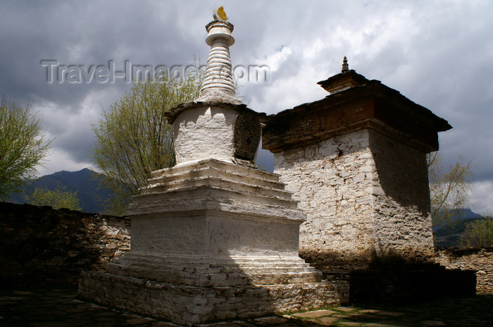 bhutan349: Bhutan - Chortens - Ugyen Chholing palace - photo by A.Ferrari - (c) Travel-Images.com - Stock Photography agency - Image Bank