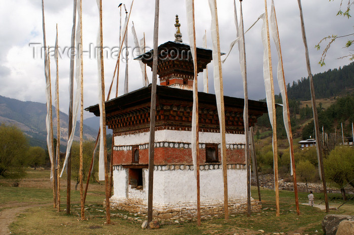 bhutan354: Bhutan - Kizum - chorten with prayer flags - photo by A.Ferrari - (c) Travel-Images.com - Stock Photography agency - Image Bank