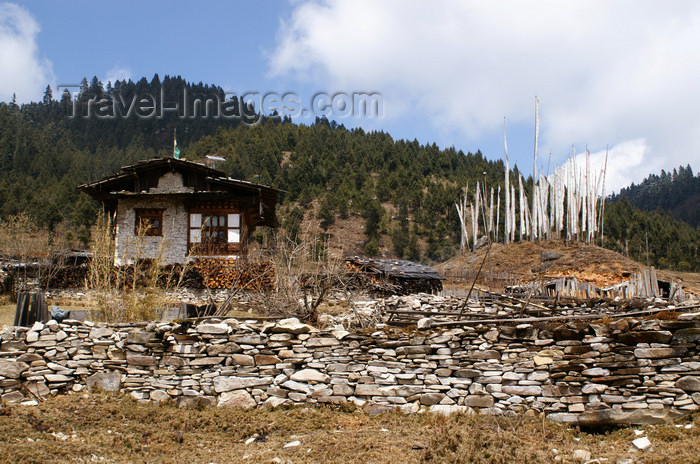 bhutan367: Bhutan - Shingkhar - House and prayer flags - photo by A.Ferrari - (c) Travel-Images.com - Stock Photography agency - Image Bank