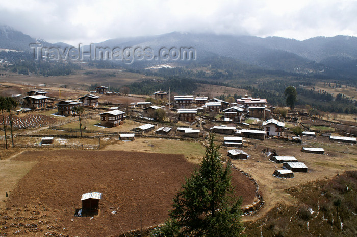 bhutan372: Bhutan - Shingkhar village from above - Zhemgang District - photo by A.Ferrari - (c) Travel-Images.com - Stock Photography agency - Image Bank