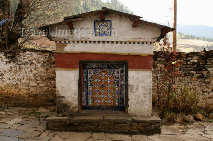 bhutan375: Bhutan - Small religious monument - Ugyen Chholing palace - photo by A.Ferrari - (c) Travel-Images.com - Stock Photography agency - Image Bank