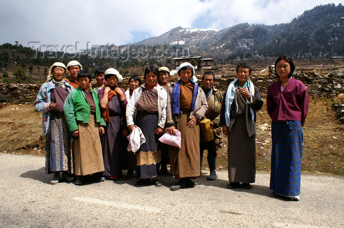 bhutan383: Bhutan - Ura valley - Bhutanese villagers - photo by A.Ferrari - (c) Travel-Images.com - Stock Photography agency - Image Bank
