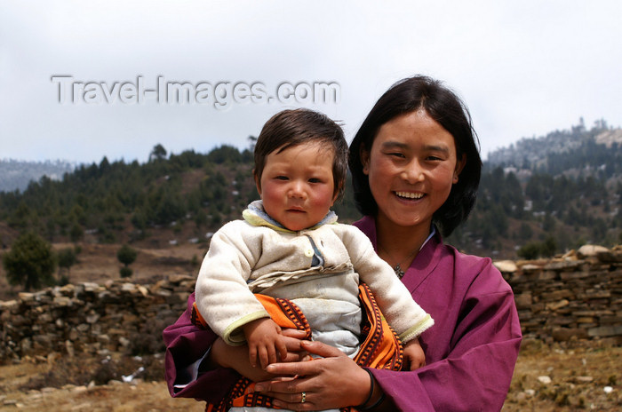 bhutan384: Bhutan - Ura valley - Bhutanese woman with a baby - photo by A.Ferrari - (c) Travel-Images.com - Stock Photography agency - Image Bank