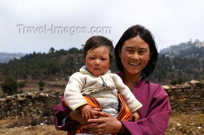bhutan384: Bhutan - Ura valley - Bhutanese woman with a baby - photo by A.Ferrari - (c) Travel-Images.com - Stock Photography agency - Image Bank