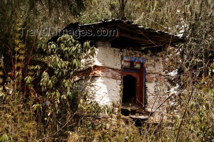 bhutan388: Bhutan - Ura valley, Bumthang District - Chorten - photo by A.Ferrari - (c) Travel-Images.com - Stock Photography agency - Image Bank